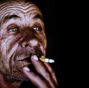 Hombre_fumando