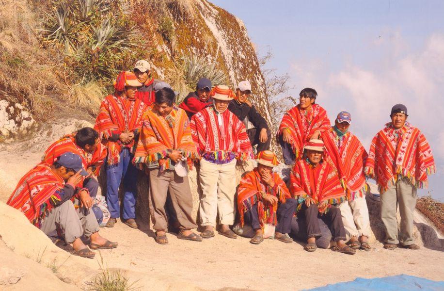 TURISMO Y ACULTURACION LINGÜÍSTICA CON LOS PORTEADORES DEL CAMINO INCA