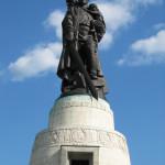 Foto: Antoinevandermeer. El Soldado Libertador Soviético, escultura principal del monumento conmemorativo.